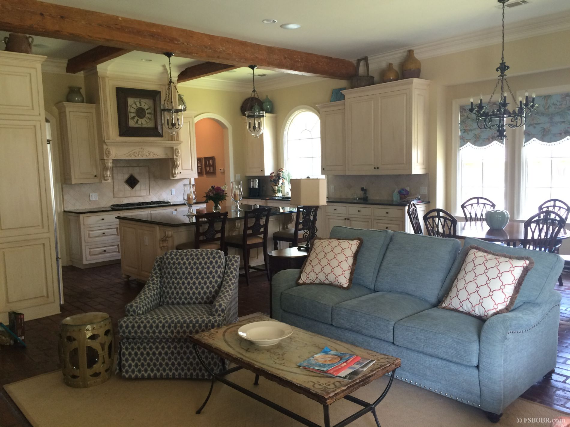 Elegant home on a gated street in the heart of BR 6234 Province